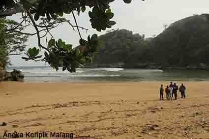 Pantai Kondang Sugu